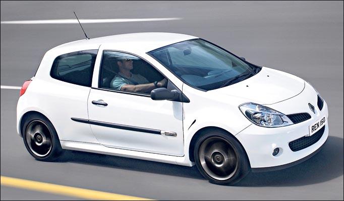RENAULT CLIO white
