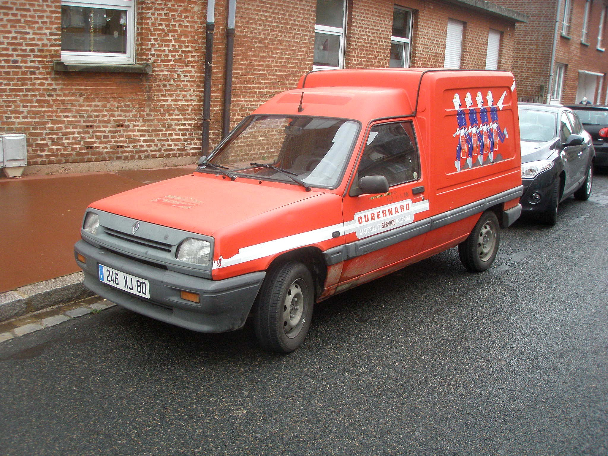 RENAULT EXPRESS red