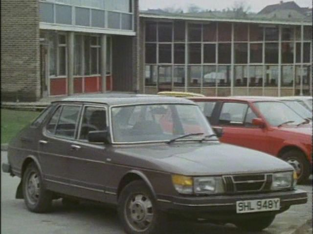SAAB 900 -16 brown