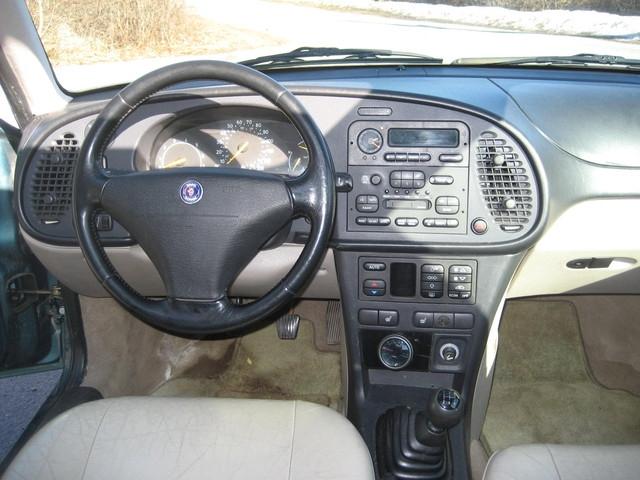 SAAB 900 -16 interior