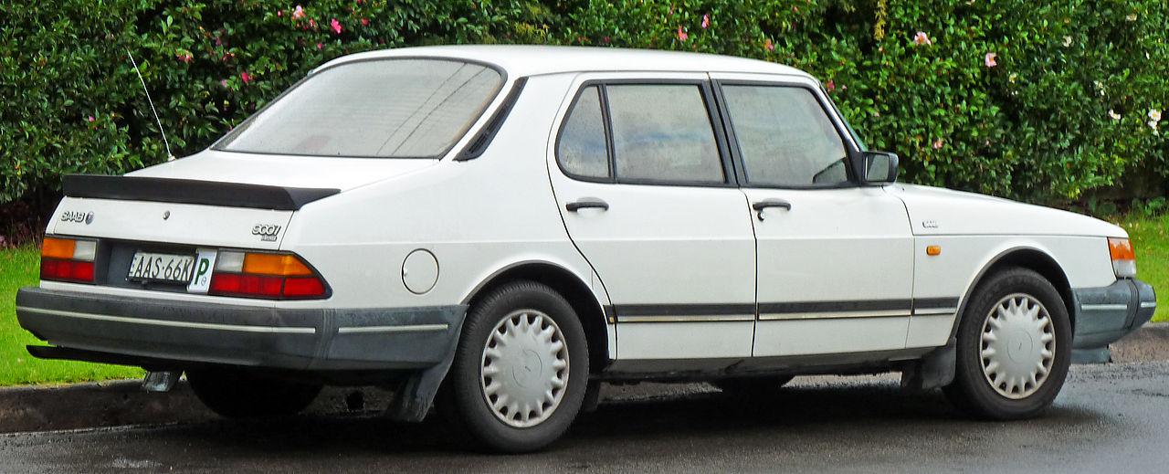 SAAB 900 -16 white