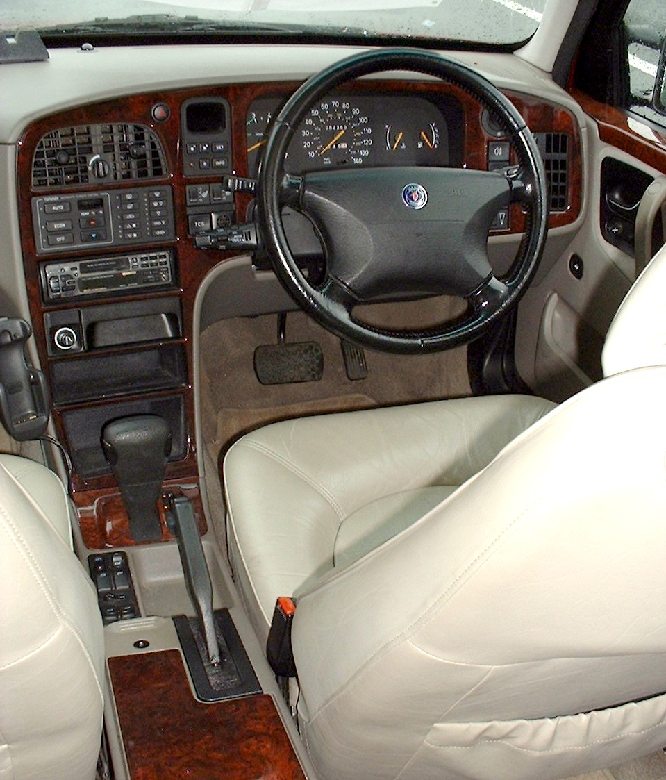 SAAB 9000 interior