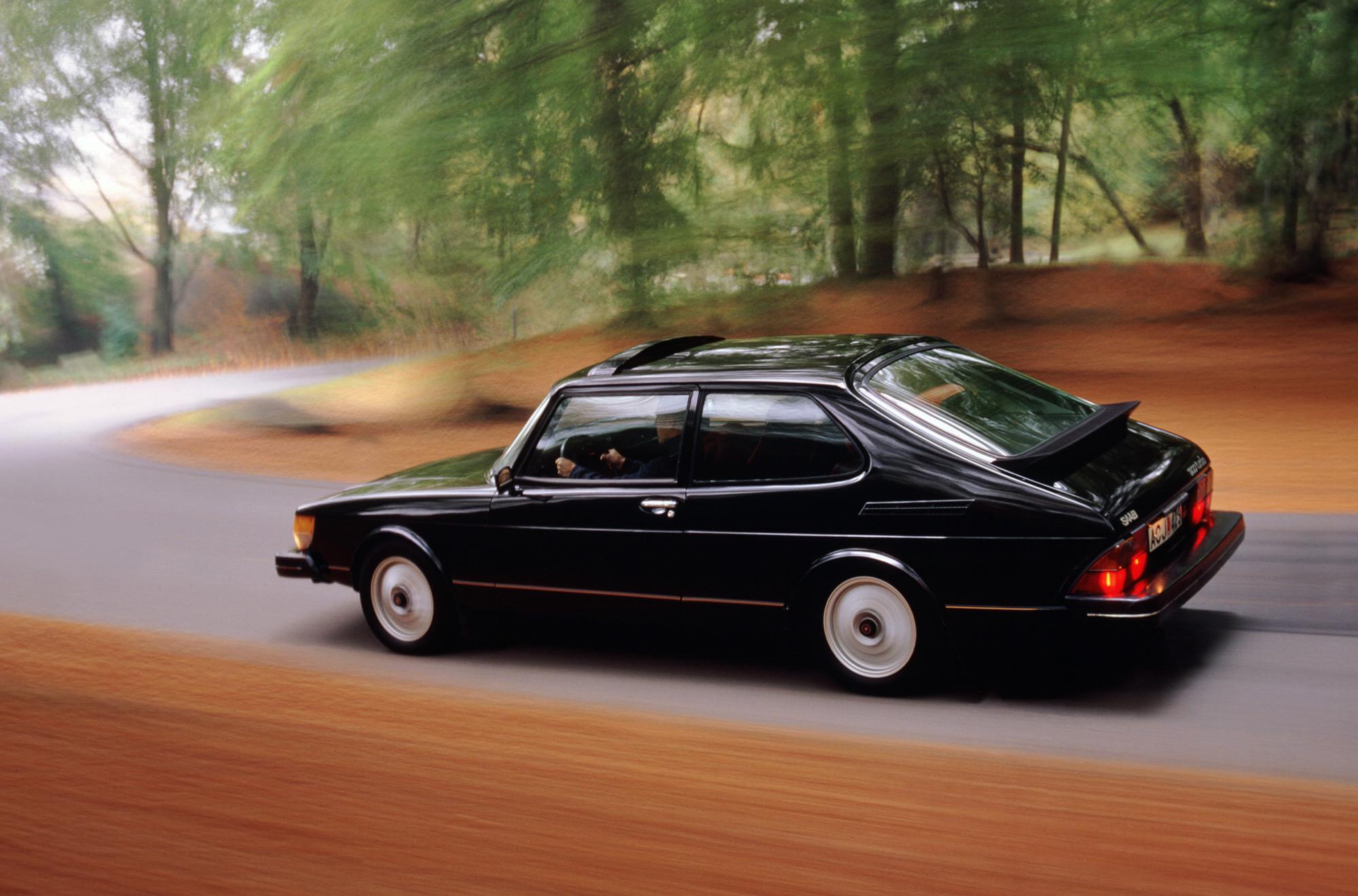 SAAB 900 black