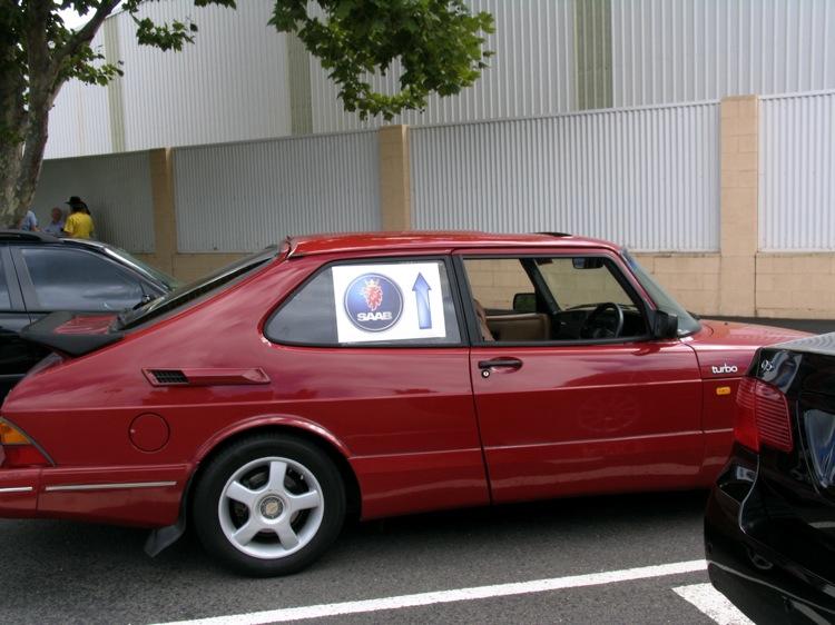 SAAB 900 red