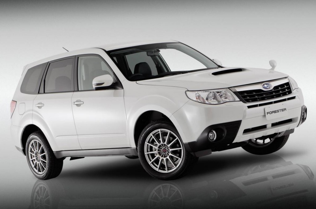 SUBARU FORESTER white
