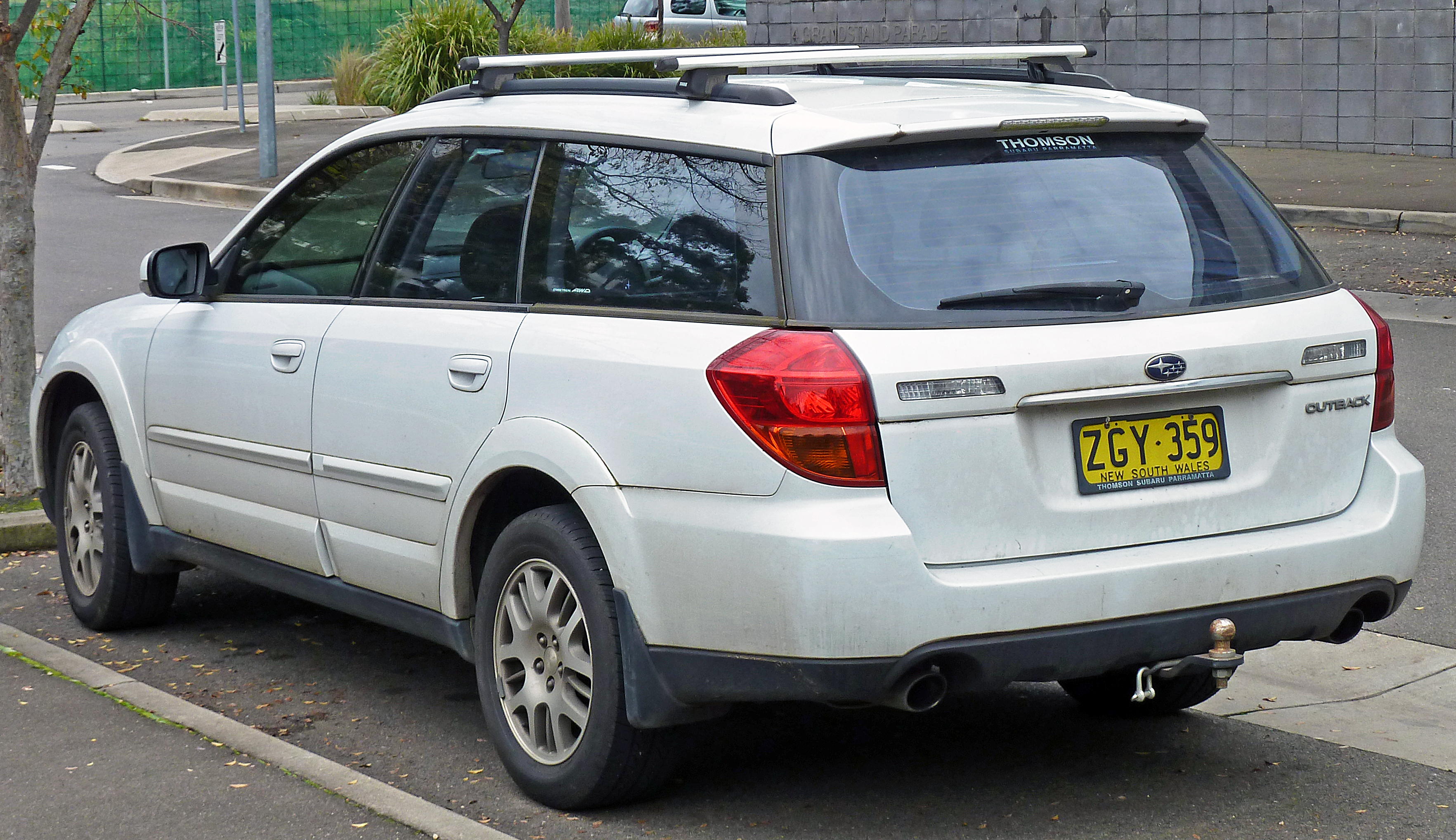 SUBARU OUTBACK 2.5 AT white