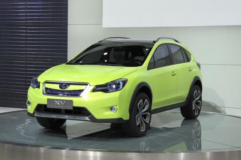 SUBARU XV green