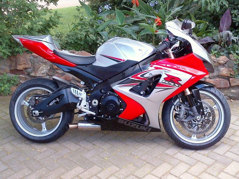 SUZUKI GSX-R1000 red