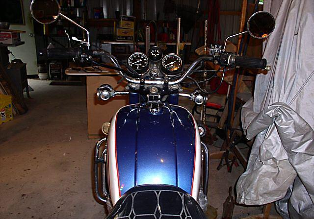 SUZUKI GT 750 blue