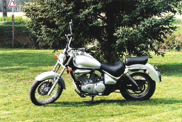 suzuki intruder review and photos. Black Bedroom Furniture Sets. Home Design Ideas