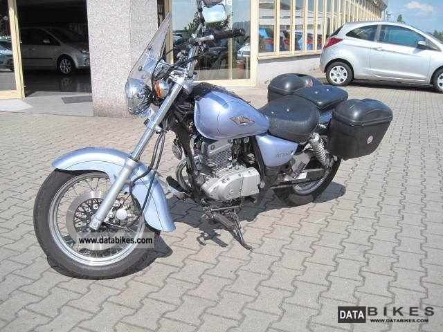 SUZUKI MARAUDER 125 blue