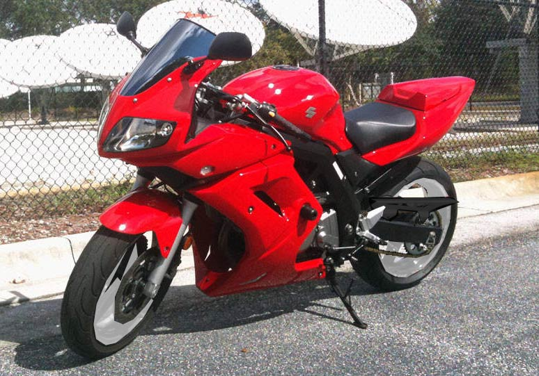 SUZUKI SV650 red