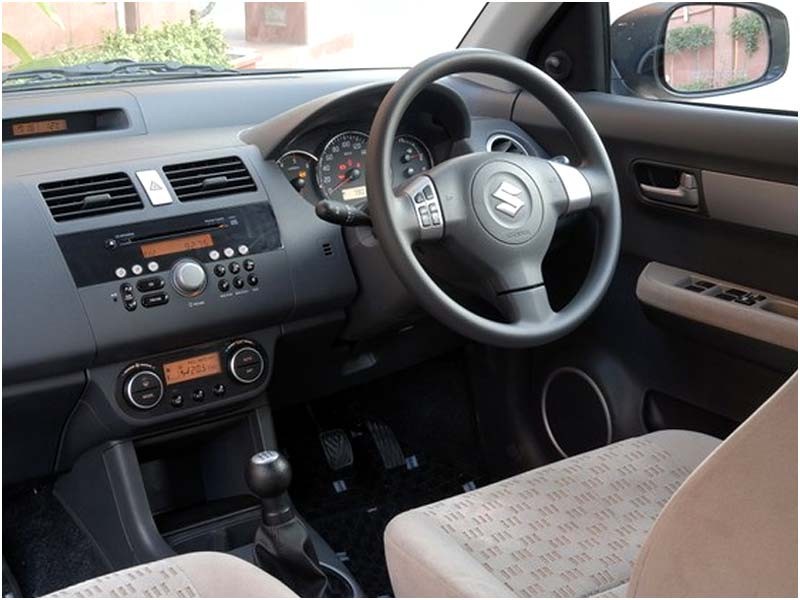 SUZUKI SWIFT 1.0 interior