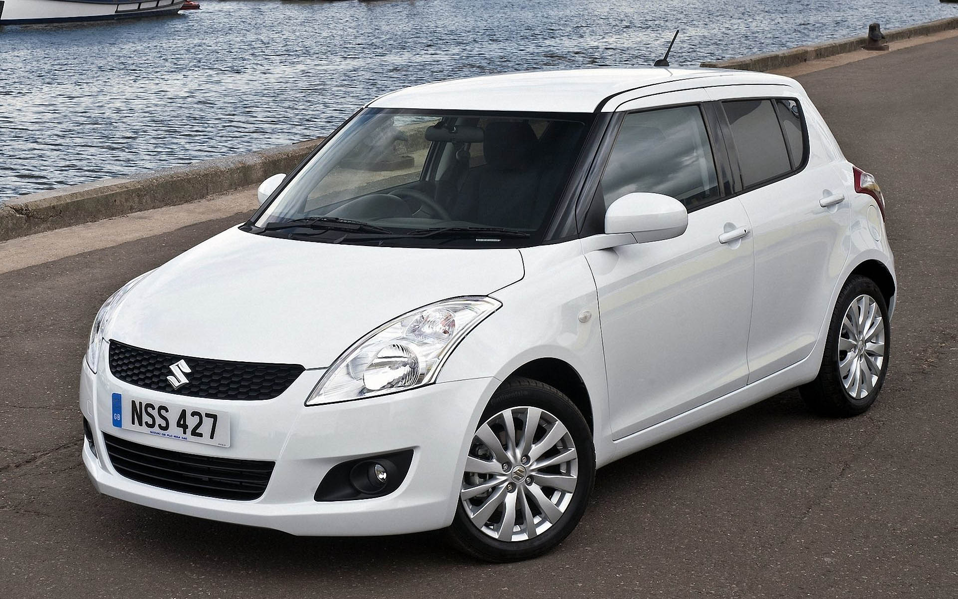 SUZUKI SWIFT white