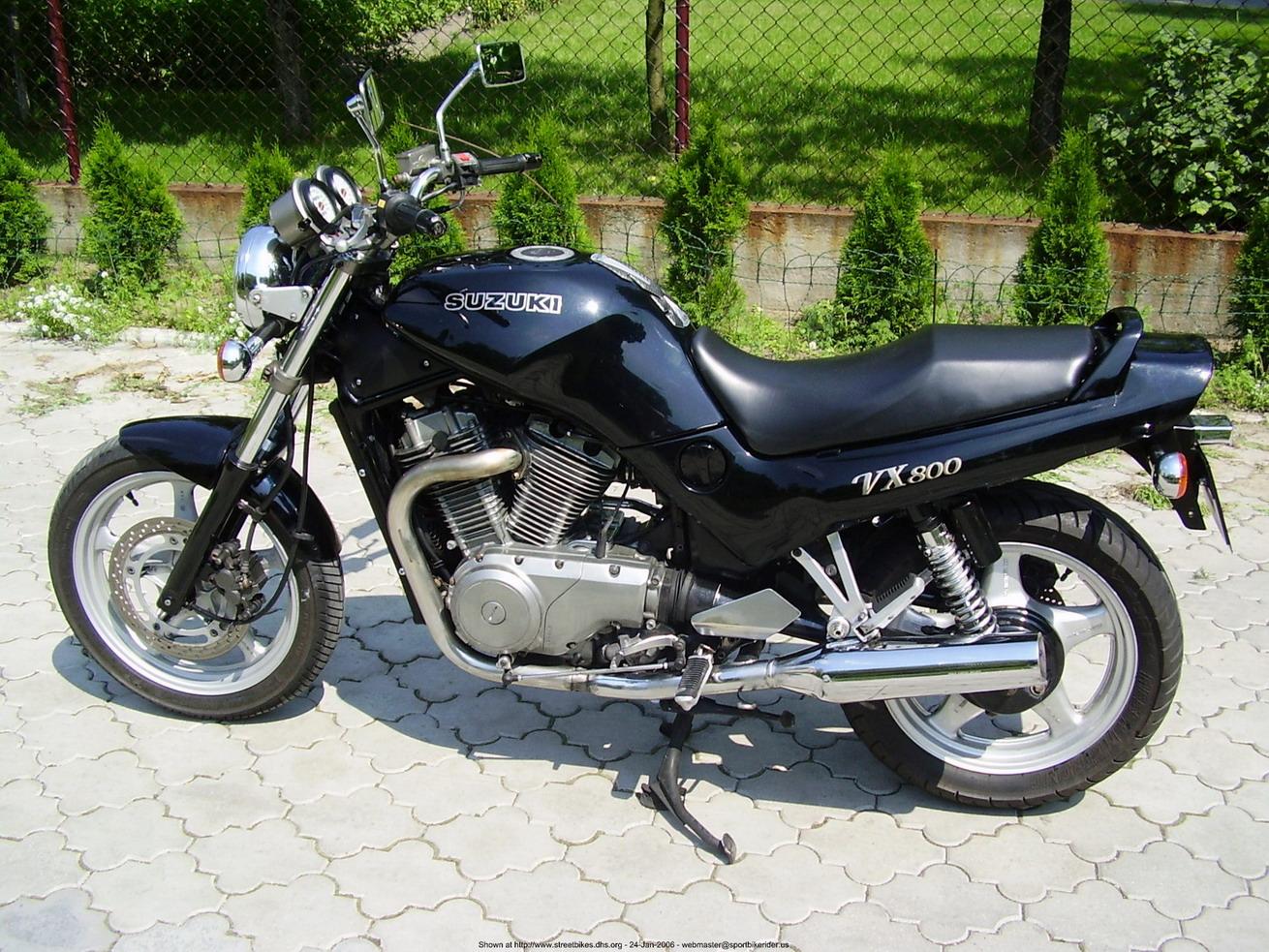 SUZUKI VX 800 red