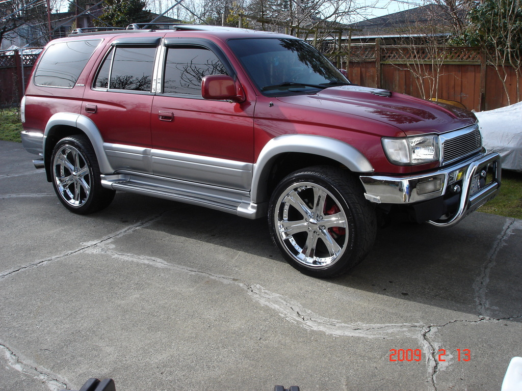 TOYOTA 4 RUNNER red