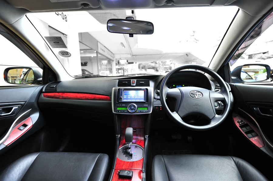 TOYOTA ALLION 1.5 interior
