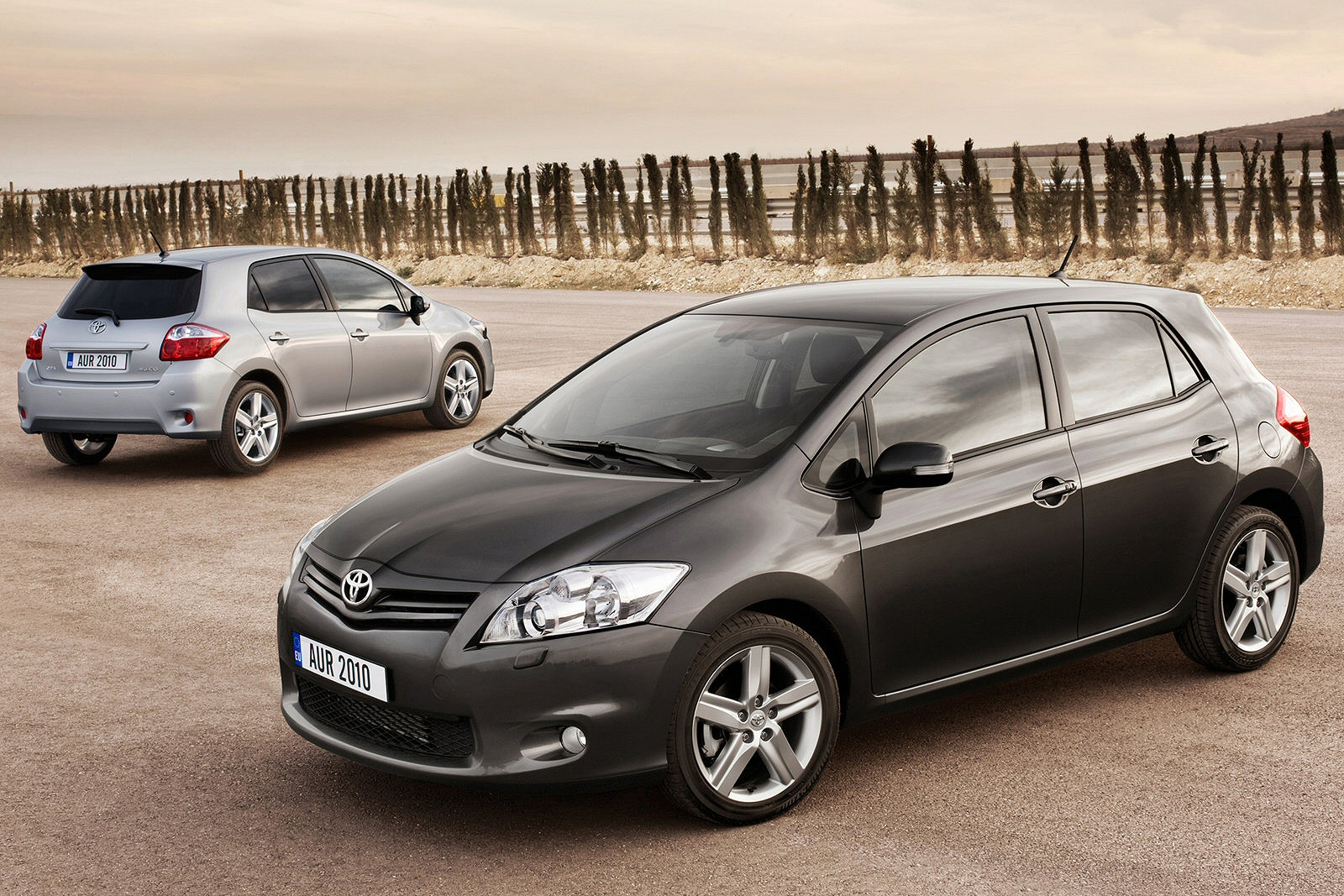 toyota auris 1 6. Black Bedroom Furniture Sets. Home Design Ideas