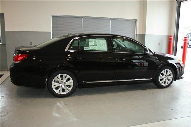 TOYOTA AVALON black