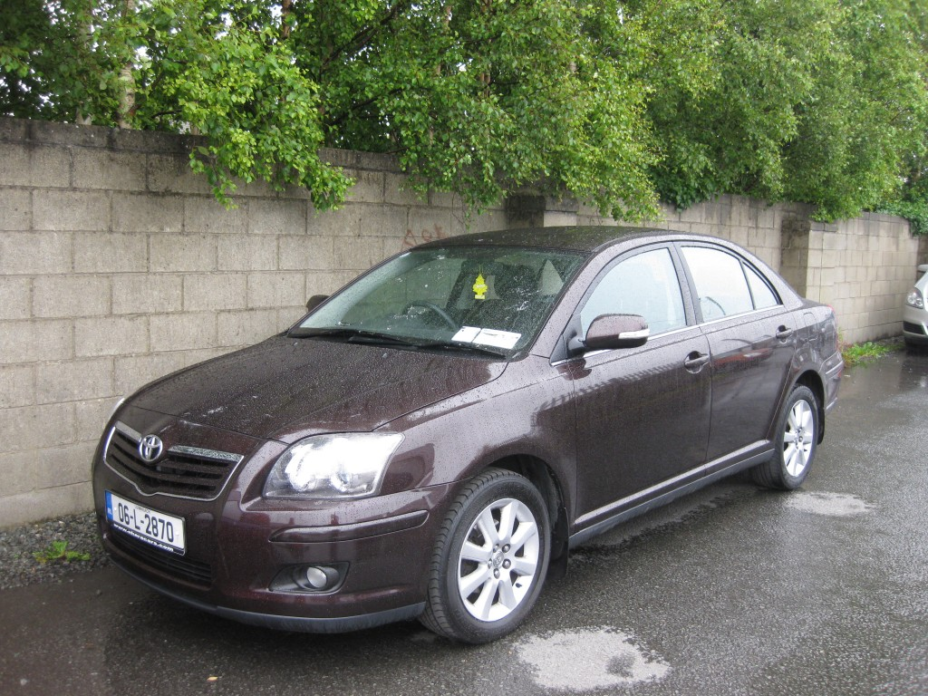 TOYOTA AVENSIS 1.6 red