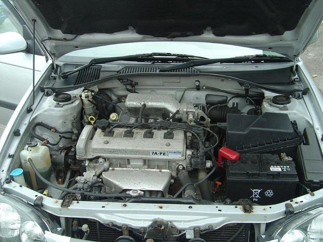 TOYOTA AVENSIS engine