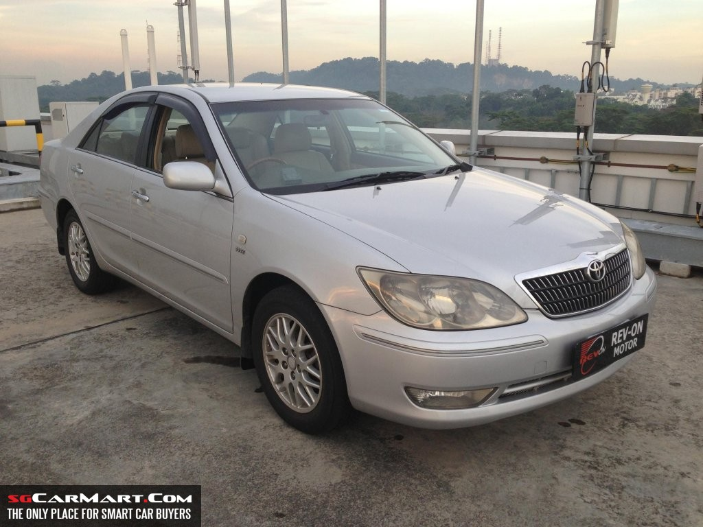 TOYOTA CAMRY 2.0 silver