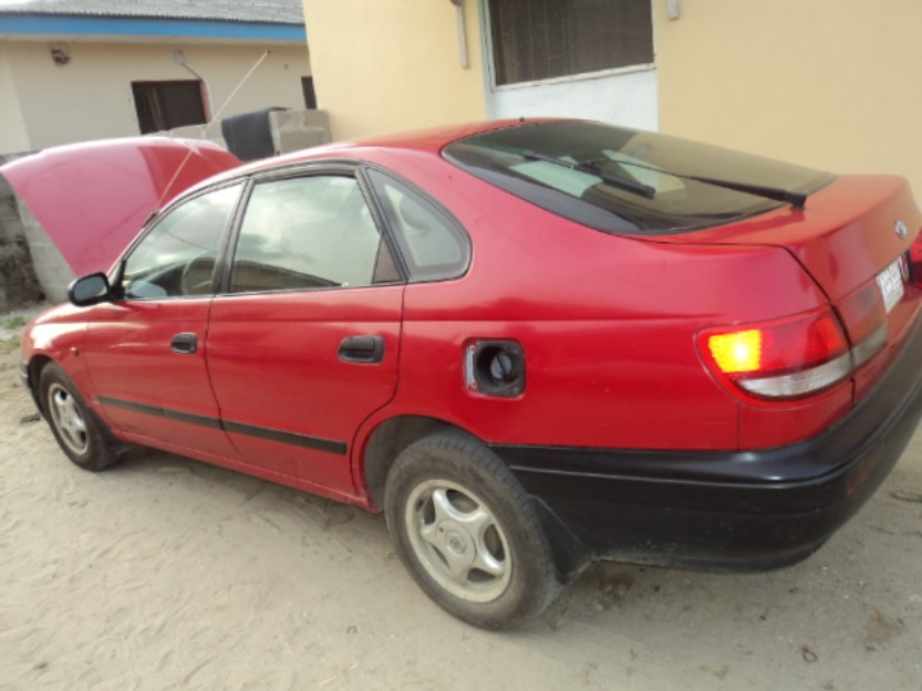 TOYOTA CARINA E red