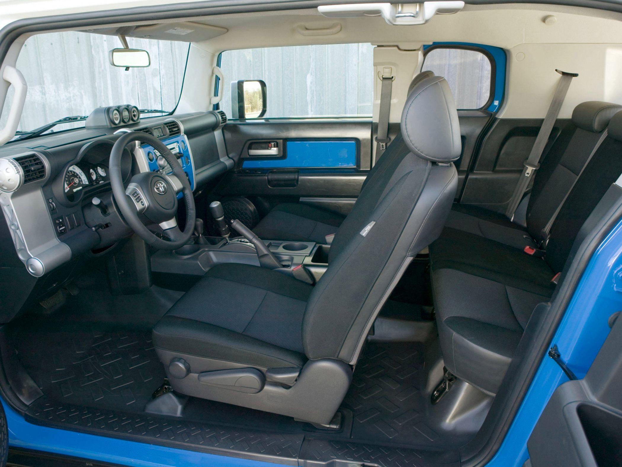 TOYOTA FJ 4.0 interior