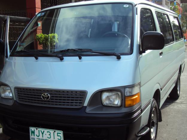 TOYOTA HIACE 2.0 red