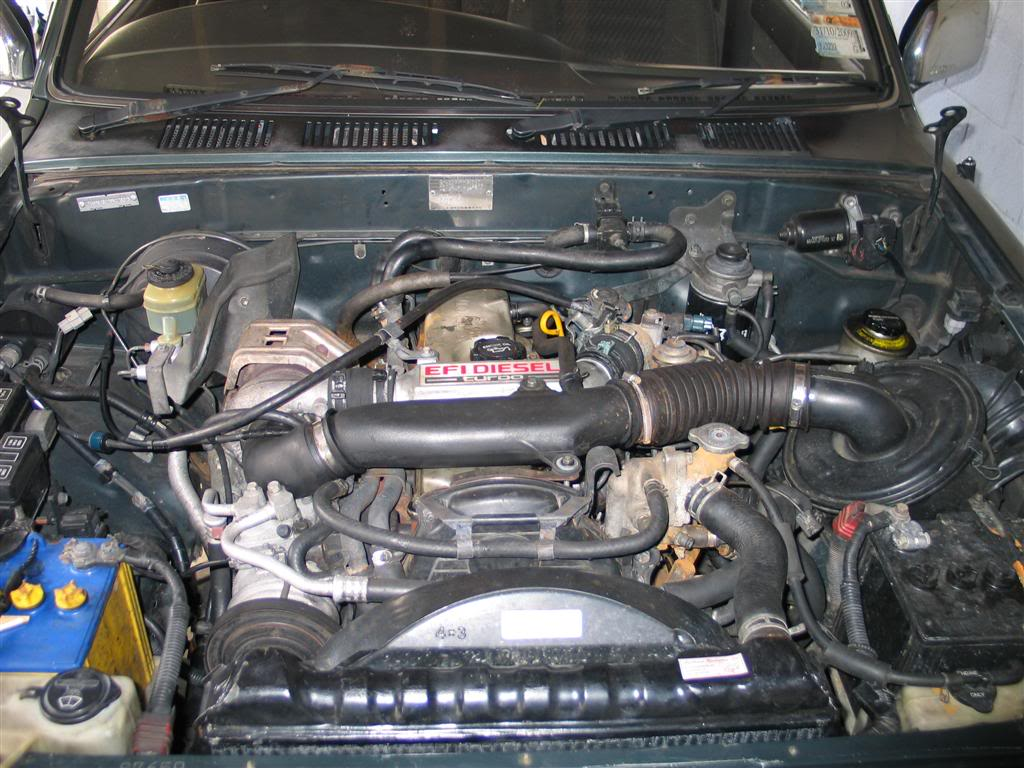 TOYOTA HILUX 2.4 engine