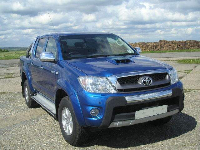 TOYOTA HILUX blue