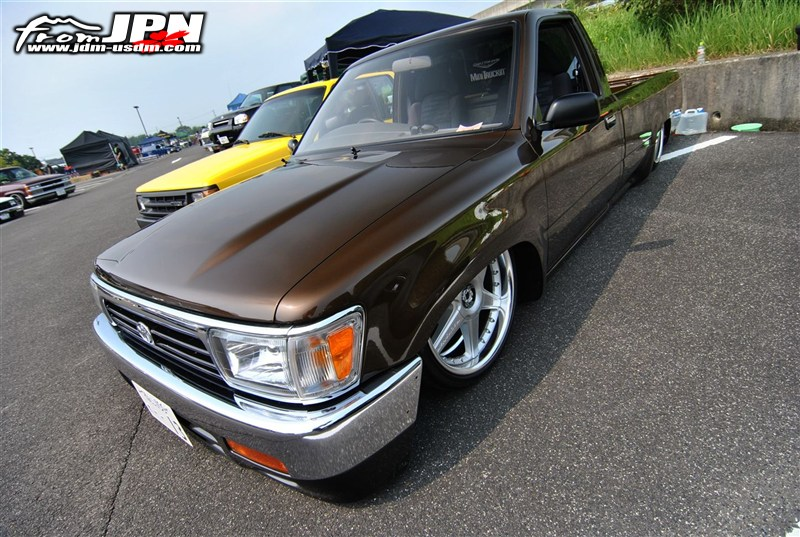 TOYOTA HILUX brown