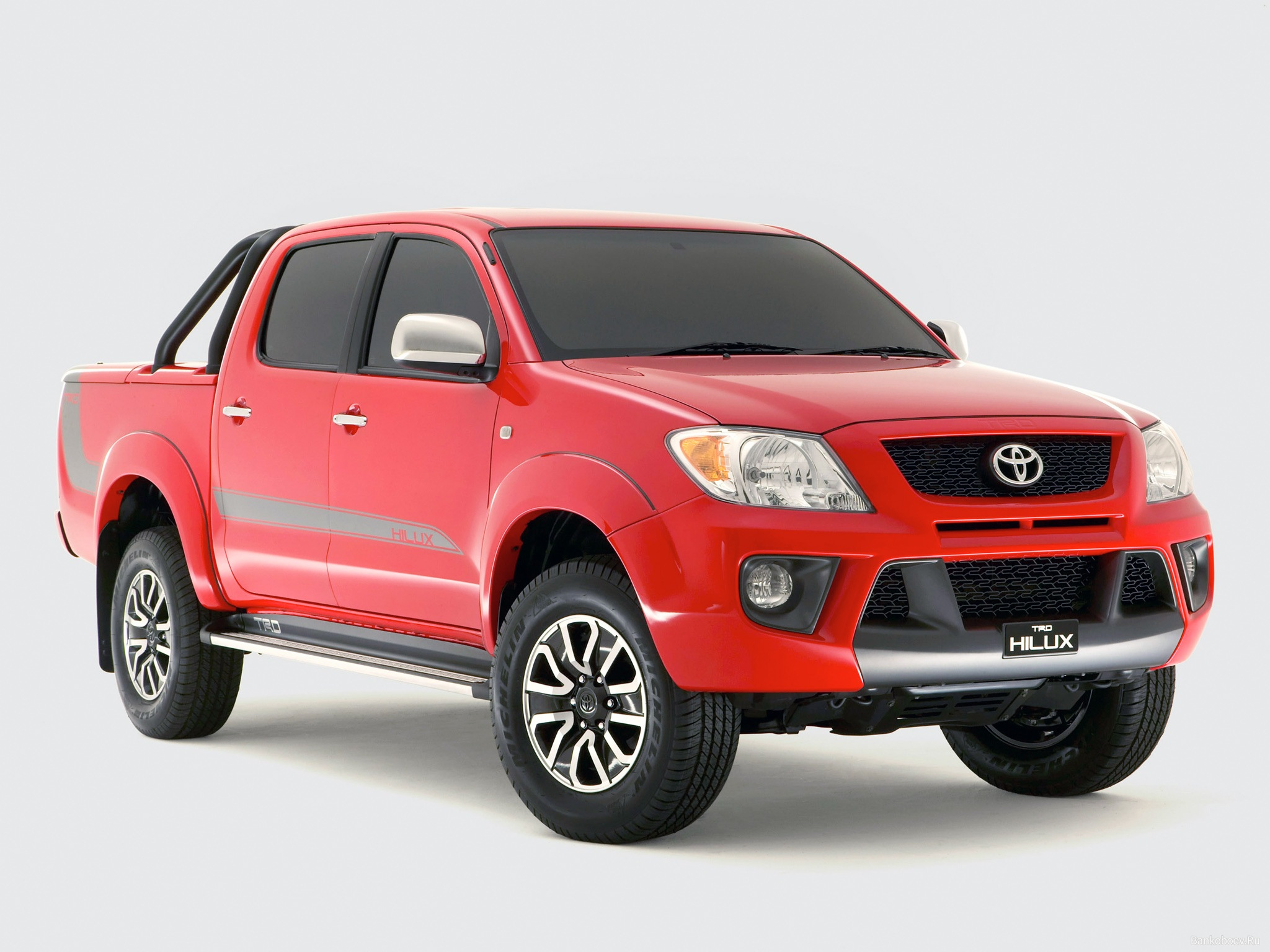 TOYOTA HILUX red