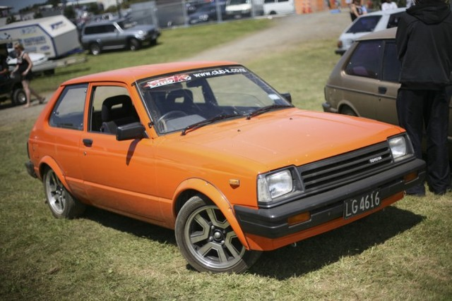 TOYOTA STARLET brown