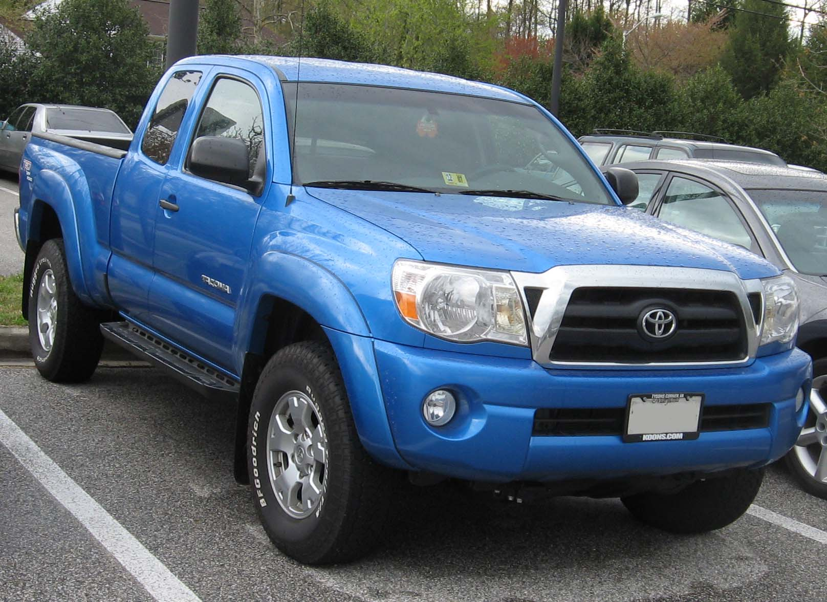toyota tacoma review and photos. Black Bedroom Furniture Sets. Home Design Ideas