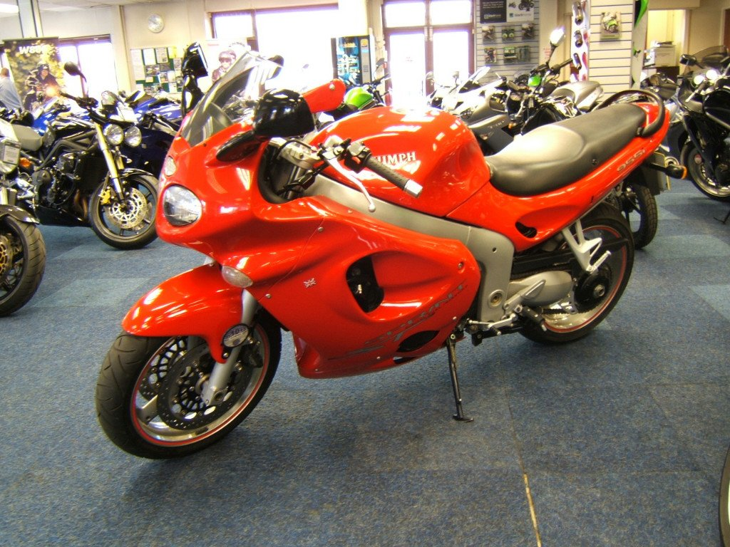 TRIUMPH SPRINT 900 red