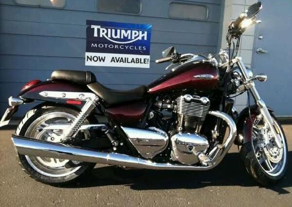 TRIUMPH THUNDERBIRD red