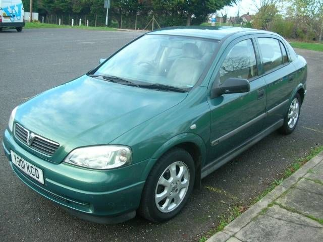VAUXHALL ASTRA green
