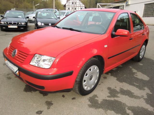 VOLKSWAGEN BORA red