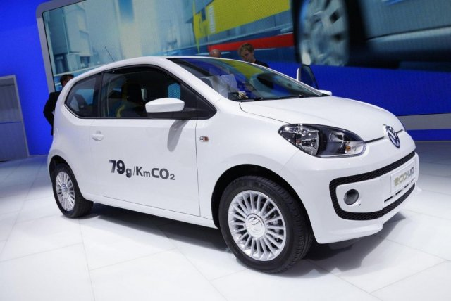 VOLKSWAGEN ECO-UP white