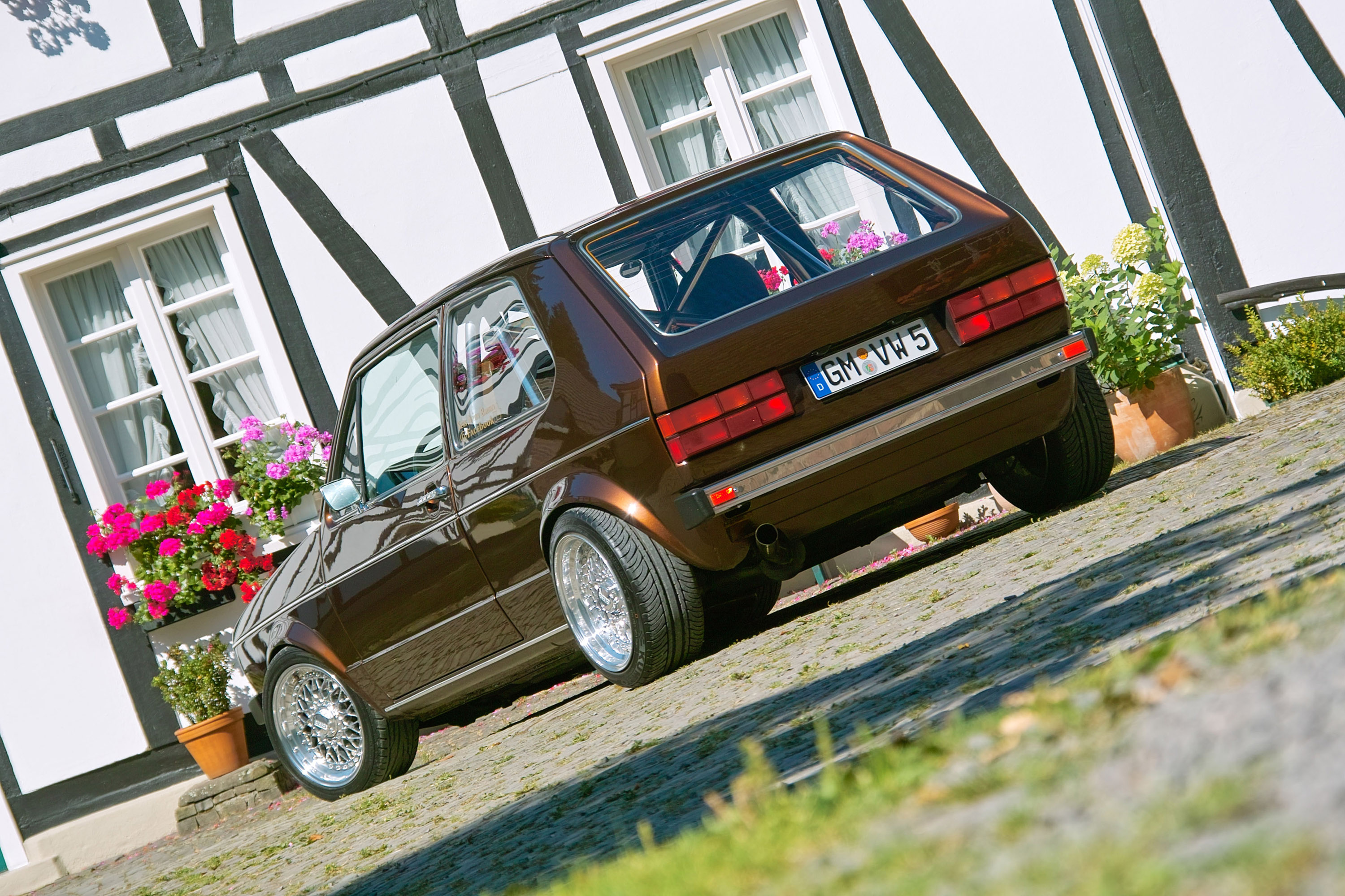 VOLKSWAGEN GOLF brown