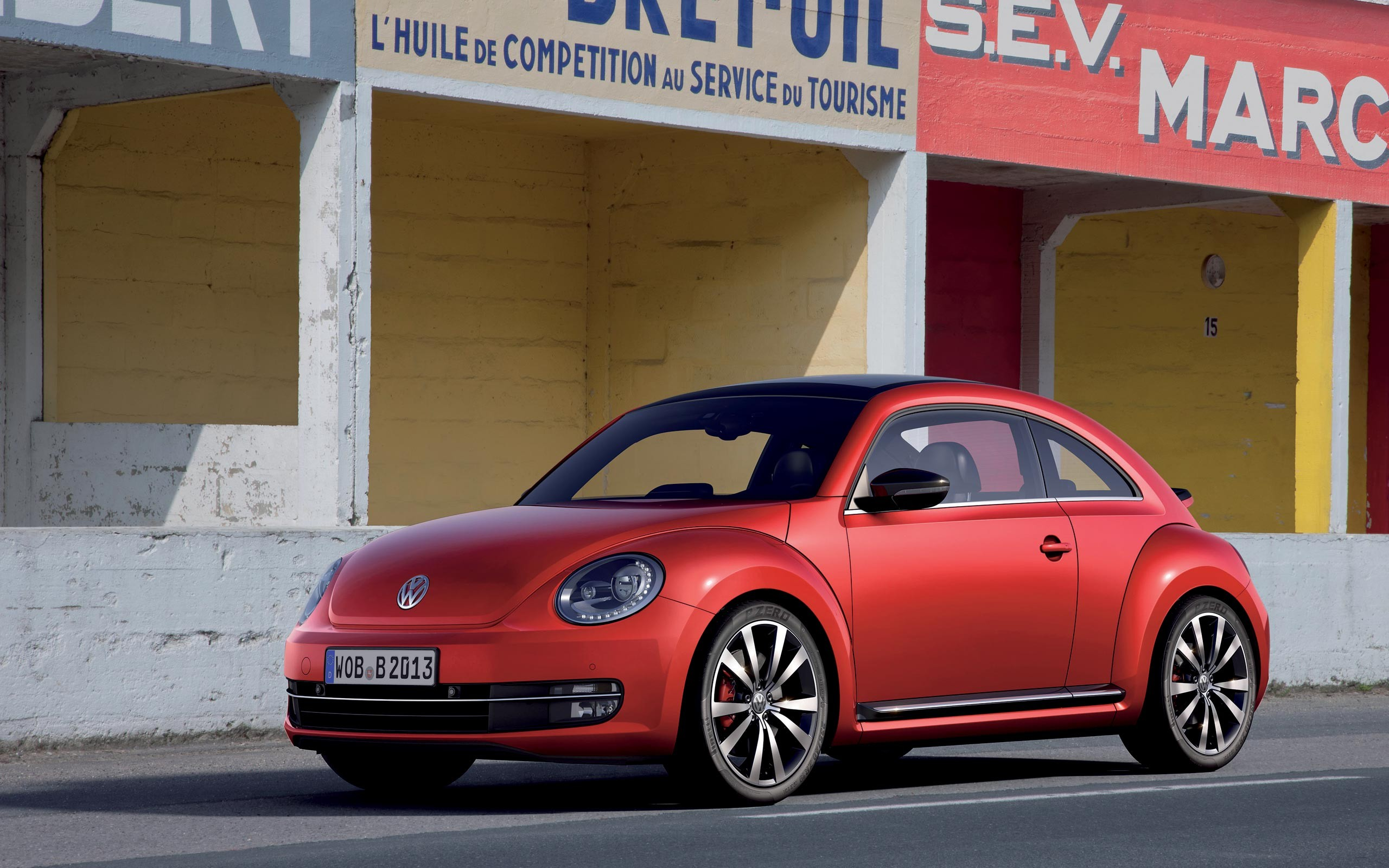 VOLKSWAGEN NEW BEETLE red