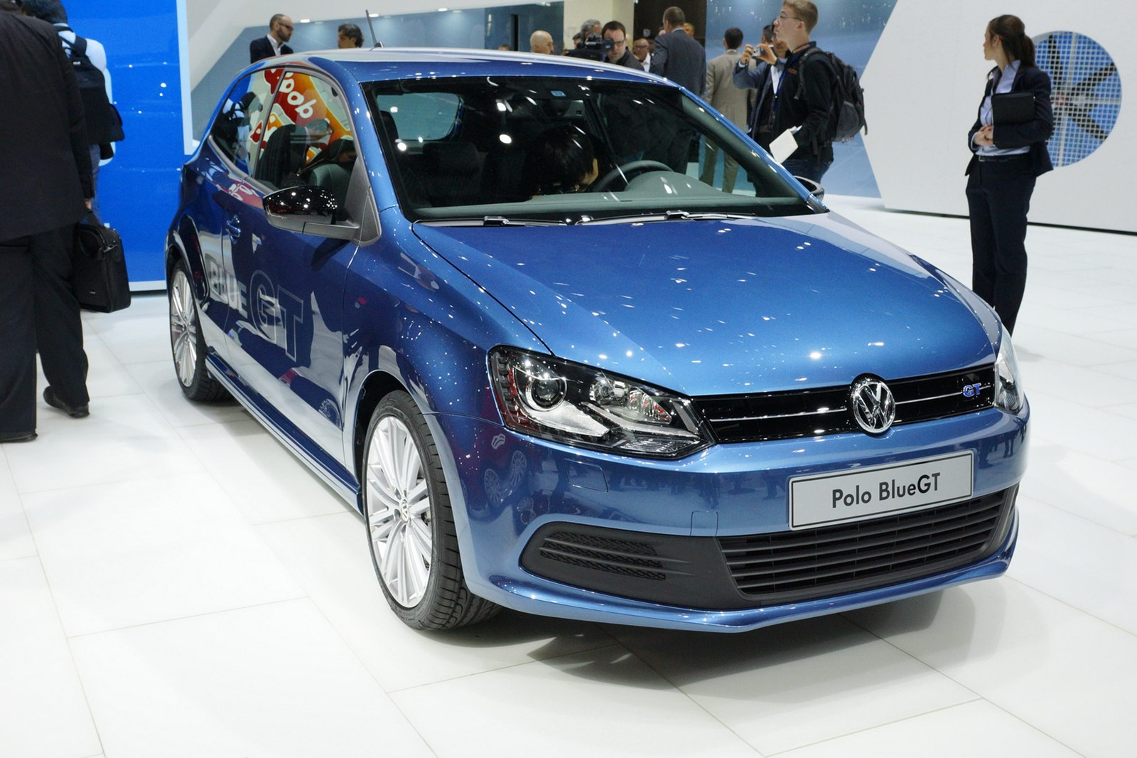 VOLKSWAGEN POLO blue