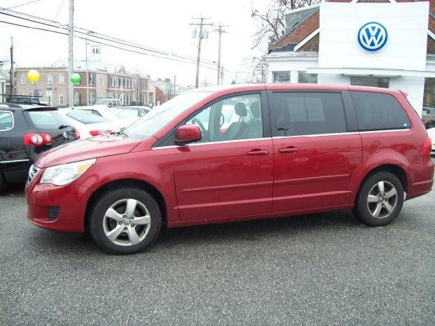 VOLKSWAGEN ROUTAN SE red