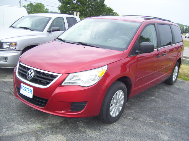 VOLKSWAGEN ROUTAN red