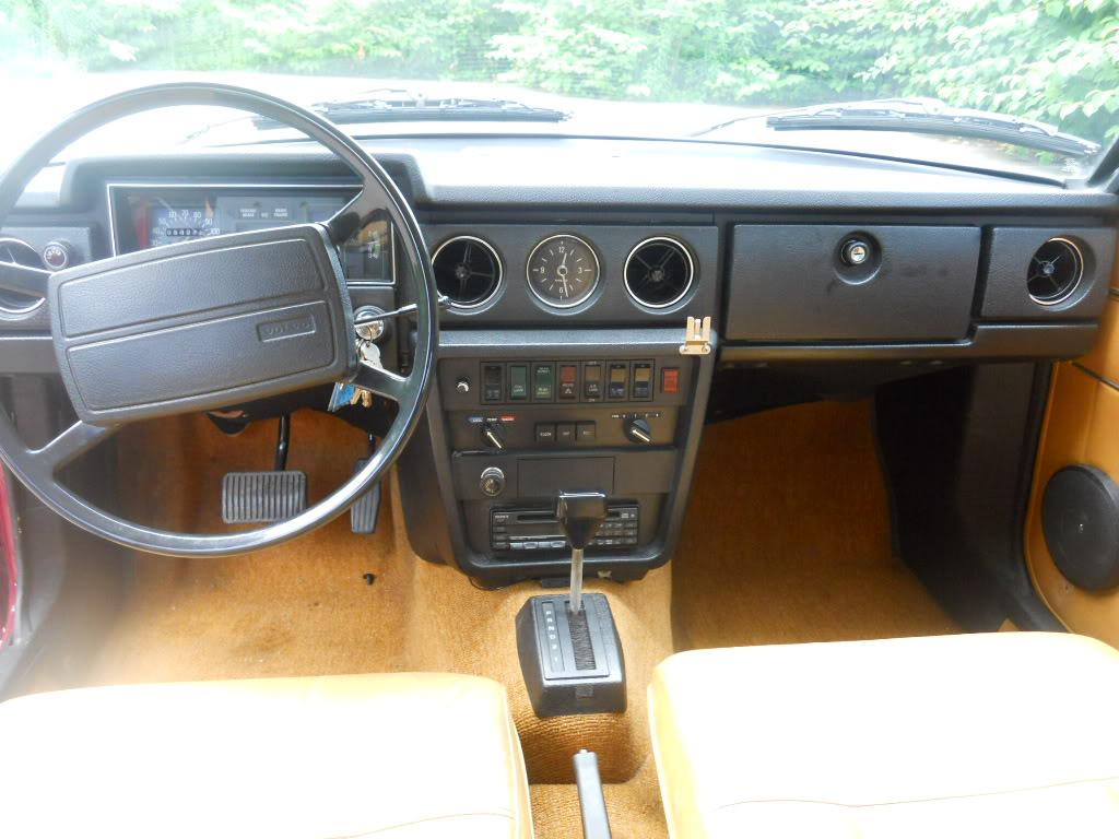 VOLVO 164 interior