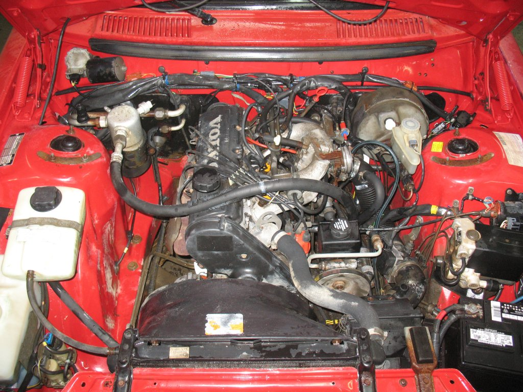 VOLVO 240 engine