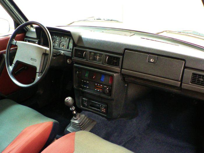VOLVO 240 interior