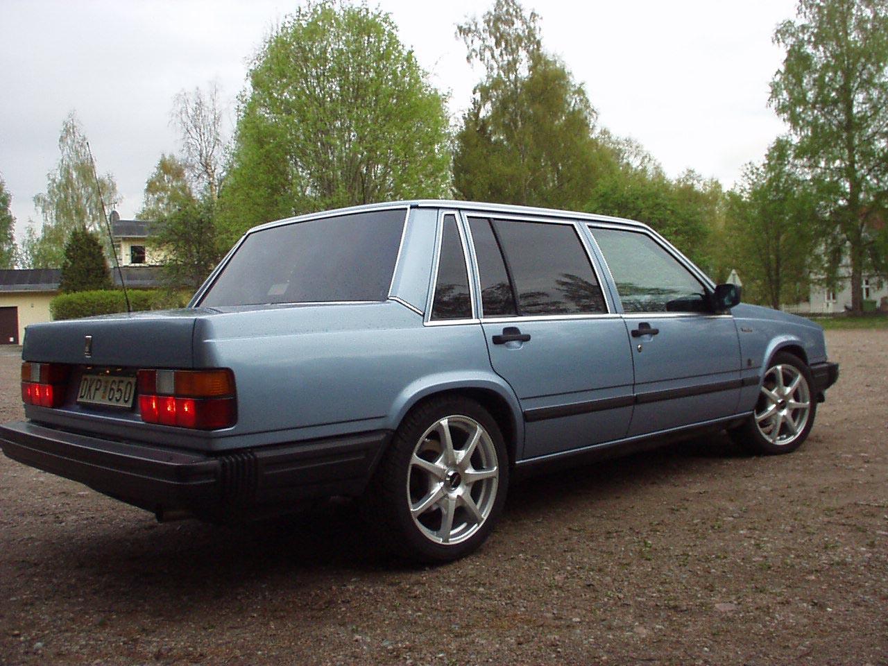 VOLVO 740 blue