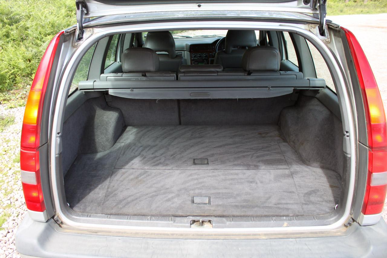VOLVO 850 2.0 interior